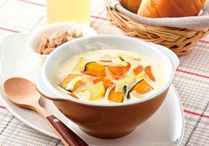 かぼちゃとじゃがいものミルクコンソメスープ